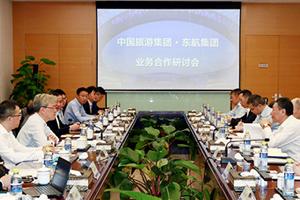 集团万敏董事长会见东航集团李养民总经理一行并举行合作研讨